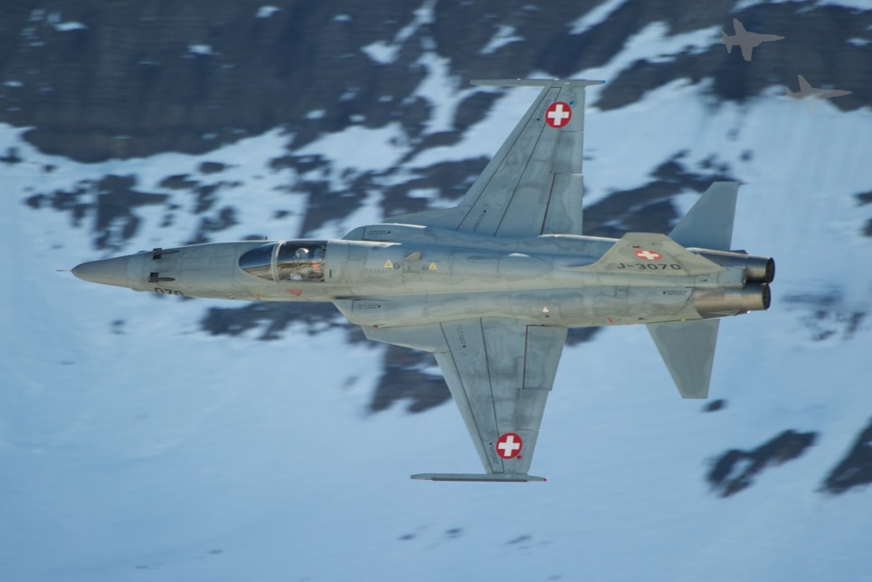 A Swiss F5 Tiger is approaching the target